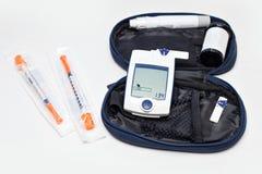 监测糖尿病的, glucometer的血糖米 库存照片