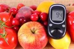 Glucometer avec des fruits et légumes, nutrition saine, diabète Photographie stock