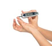 Glucometer de la composición de la diabetes a disposición para la glucosa de medición le Fotografía de archivo