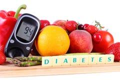 Glucometer med frukter och grönsaker, sund näring, sockersjuka Arkivfoton