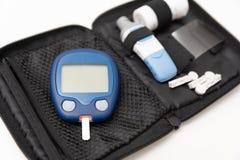 Glucometer, misura della glicemia per diabete fotografia stock