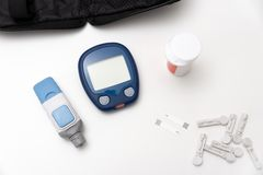 Glucometer, misura della glicemia per diabete immagini stock libere da diritti