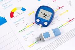 Glucometer y prueba para la diabetes Imágenes de archivo libres de regalías