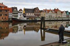 Glueckstadt germnay, porto histórico velho com embarcações velhas Imagens de Stock