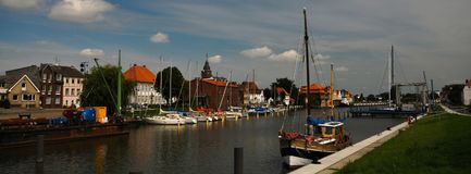 Glueckstadt germnay, porto histórico velho com embarcações velhas Foto de Stock