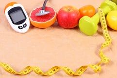 Glukosmeter, stetoskop, cm och nya frukter, sockersjuka, sunt livsstilbegrepp Royaltyfria Foton