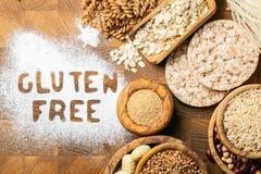 Gluten diety bezpłatny pojęcie - wybór adra i węglowodany dla ludzi z gluten nietolerancyjnością zdjęcie royalty free