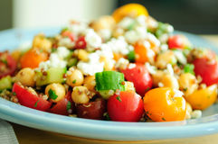 Gluten free vegetarian salad made with quinoa, chickpeas, feta a Royalty Free Stock Photos