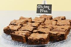Gluten geben Schokoladenkuchen frei lizenzfreie stockfotografie