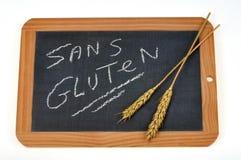 Glutenfreies geschrieben auf Französisch auf einen Schulschiefer lizenzfreie abbildung