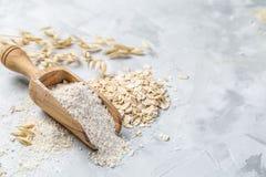 Glutenu bezpłatny pojęcie - owies mąka obrazy royalty free