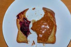 Glutenu masła orzechowego galarety Bezpłatna grzanka obrazy stock