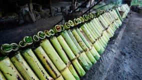 Glutineuze rijst in bamboe royalty-vrije stock fotografie
