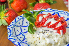 Glutineuze rijst met aardbeien Royalty-vrije Stock Fotografie