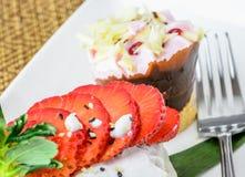 Glutineuze rijst met aardbeien Stock Foto's