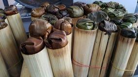 Glutinios bakar i bambucylinder Royaltyfri Fotografi