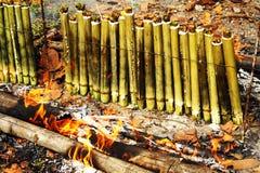 Glutinous рис зажаренный в духовке в бамбуковых соединениях Стоковое фото RF