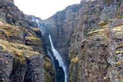 Glymur-Wasserfall am Frühling Lizenzfreie Stockfotos