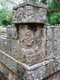 Glyphs maias do crânio fotografia de stock royalty free