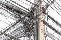 Gmatwanina kabel na słupie Zdjęcia Stock