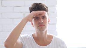Gmeranie, znalezienie gest młodym człowiekiem, portret zdjęcia royalty free