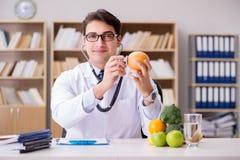 gmo食物概念的医生 免版税库存图片