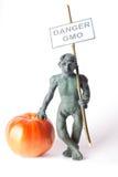 GMO pojęcia niebezpieczeństwa postać mężczyzna Fotografia Royalty Free