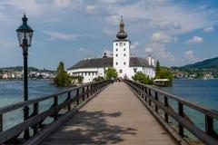 GMUNDEN, ÁUSTRIA, - 3 DE AGOSTO DE 2018: Gmunden Schloss Ort ou Schloss Orth no lago Traunsee na cidade de Gmunden fotografia de stock royalty free