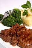 gnälla broccoli grillad potatisribeyesteak Arkivbilder