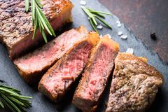Gnälla steak close upp arkivbilder