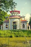 Gnällig kinesisk gazebovinterdag Tsarskoye Selo royaltyfri fotografi