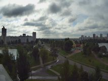 Gnanie chmurnieje, timelaps nad miastem Gomel w Białoruś zdjęcie wideo