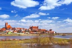 Gniew-Stadt mit teutonic Schloss in Wierzyca-Fluss Stockfotografie