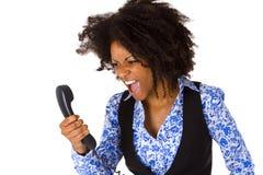 Gniewna amerykanin afrykańskiego pochodzenia kobieta z handset Fotografia Royalty Free