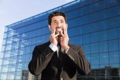 Gniewna biznesmena lub pracownika pozycja w kostiumu z rękami na twarzy Zdjęcie Stock