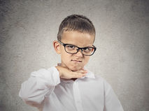 Gniewna chłopiec, mały mężczyzna pyta ciąć mnie out Zdjęcia Royalty Free