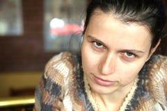 Gniewna i wymagająca brunetki kobieta Obraz Stock