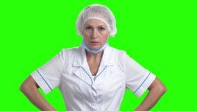 Gniewna kobiety lekarka na zieleń ekranie zbiory