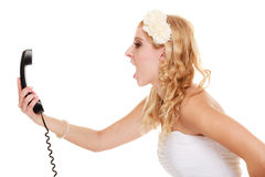 _ Gniewna kobiety wściekłości panna młoda opowiada na telefonie Zdjęcia Stock