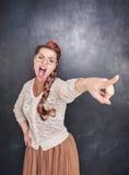 Gniewna krzycząca kobieta wskazuje out Obrazy Royalty Free