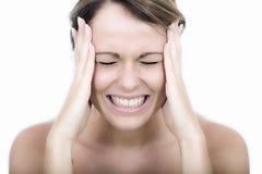 Gniewna młoda kobieta Gritting Jej zęby z frustracją zdjęcia stock