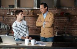Gniewna męska osoba patrzeje jego syna Fotografia Stock