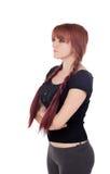 Gniewna nastoletnia dziewczyna ubierał w czerni z przebijaniem Fotografia Stock