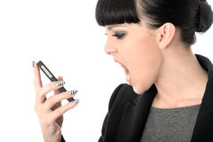 Gniewna Sfrustowana Dokuczająca kobieta Krzyczy W telefon komórkowego Zdjęcia Royalty Free