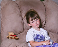 gniewnej ślicznej dziewczyny mały spojrzenie zdjęcie royalty free