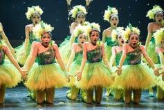 Gniewni kolorów żółtych kurczątka - dziecko taniec Zdjęcie Stock