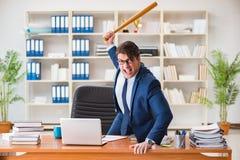 Gniewny agresywny biznesmen w biurze fotografia stock