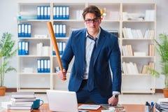 Gniewny agresywny biznesmen w biurze zdjęcie royalty free