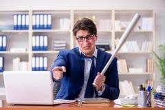 Gniewny agresywny biznesmen w biurze fotografia royalty free