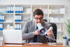Gniewny agresywny biznesmen w biurze Zdjęcie Stock